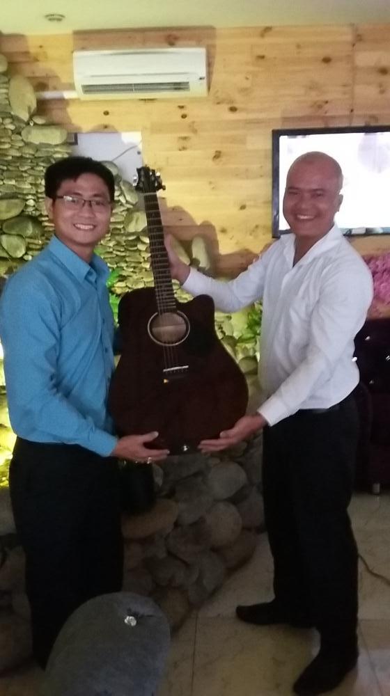 Bài báo cáo phân tích vân tay đã giúp anh Phạm Minh Hoàng – chủ sáng lập công ty B-CODE làm sinh trắc uy tín tại TP.HCM – nhận ra khả năng âm nhạc tiềm ẩn trong con người mình! Và anh đã mạnh dạn đầu tư cho bản thân cây đàn guitar Samick D1CE để chơi sau những giờ làm việc căng thẳng.