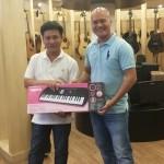 OKAKA giúp anh Chinh quận 12 chọn đàn organ mini Casio cho con gái yêu 7 tuổi