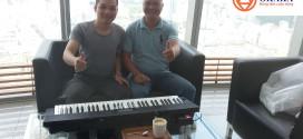 OKAKA mời anh Hân lên lầu 46 Bitexco thử đàn organ Casio CTK-3200