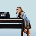 nen-mua-dan-piano-dien-hay-piano-co-vay-okaka-01