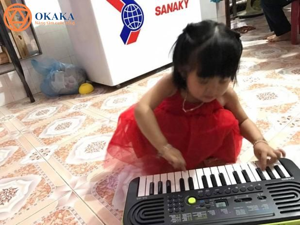 Mọi ngày đã có shipper lo việc giao đàn, còn hôm nay vì đơn hàng gấp lại ý nghĩa nên đích thân giám đốc OKAKA giao đàn organ mini Casio SA-46 cho bé Sugar con anh Lượng ở Bình Dương.
