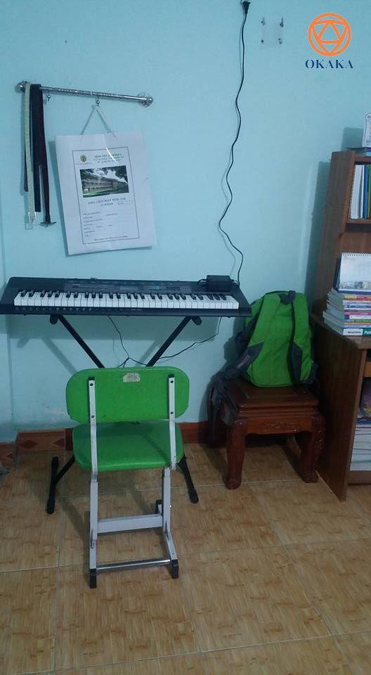 """Hành trình """"Đưa nhạc cụ đến từng nhà"""" của OKAKA đang có những bước đi rất đáng khích lệ! Cuối tuần rồi OKAKA đã giao đàn organ Casio CTK-2550 cho chị Liên ở Long Thành, Đồng Nai – một người mẹ khiến OKAKA hết sức ngưỡng mộ vì đã nói mua đàn cho con là phải làm được!"""