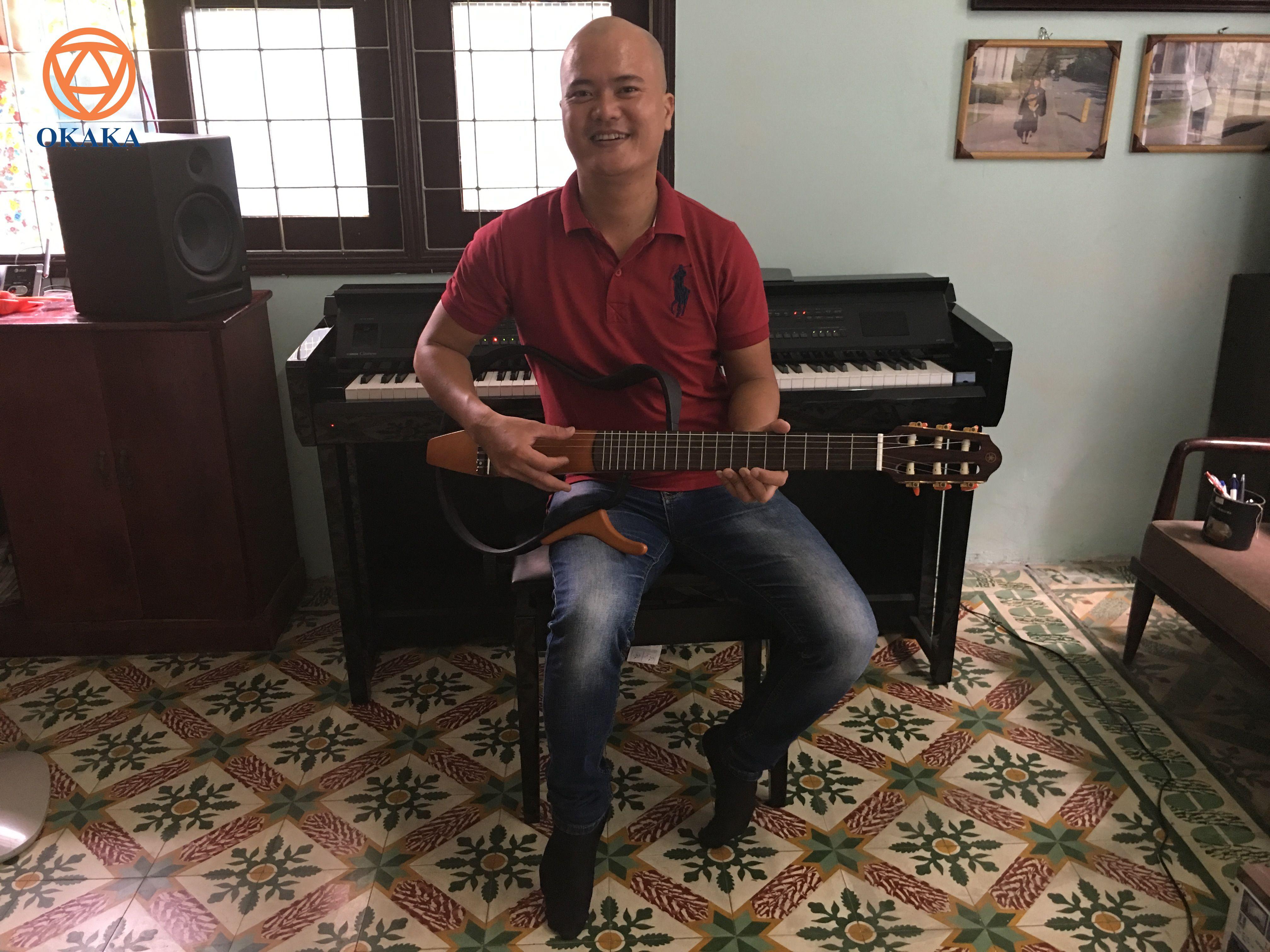 Trưa hôm nay, OKAKA đã giao đàn piano điện Yamaha Clavinova CVP-605 cho anh Quang ở Gò Vấp. Ngay từ lần gặp đầu tiên, OKAKA đã cảm nhận được anh là người dễ mến và thân thiện.