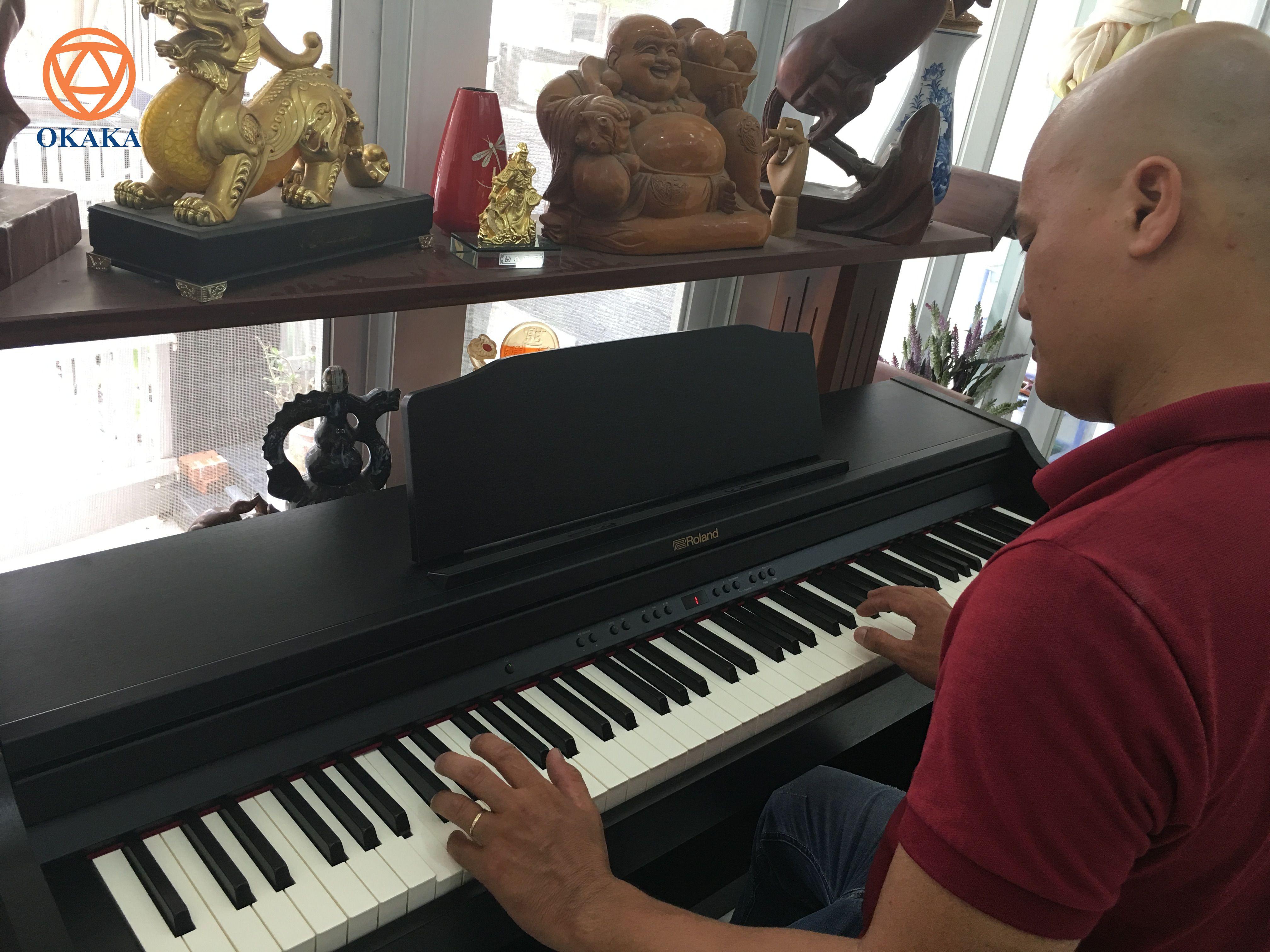 Được khách cũ giới thiệu và thế là hôm nay OKAKA lại có chuyến giao đàn piano điện Roland RP-302 cho anh Châu ở Quận 7, TPHCM.