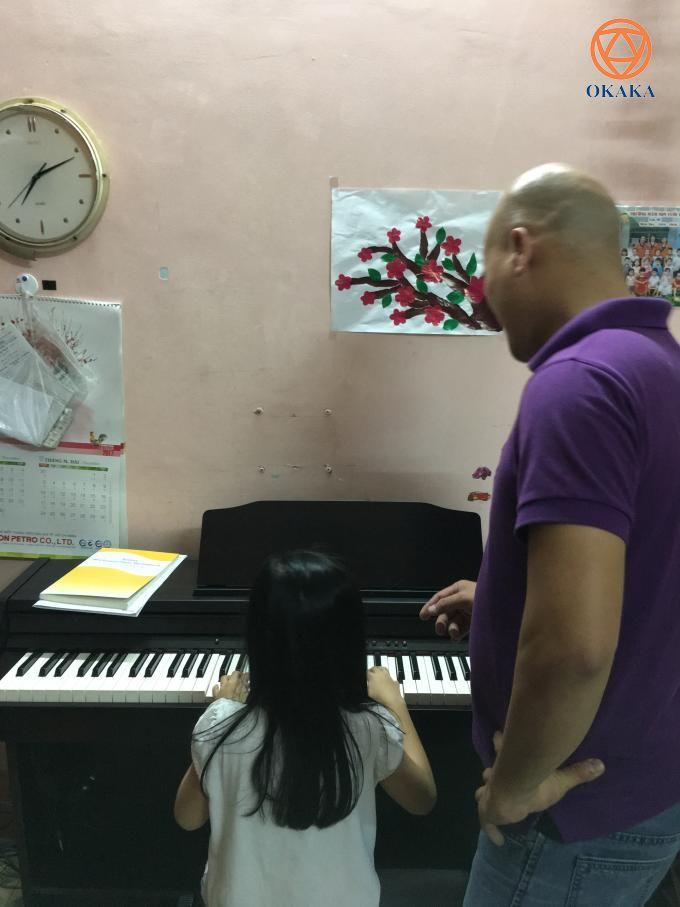 6 giờ tối hôm nay, OKAKA đã giao đàn piano điện Roland RP-501R cho anh Liêm ở Tân Bình. Vậy là thêm một khách hàng nữa tin yêu chọn model nhiều tính năng hấp dẫn trong tầm giá phải chăng này.