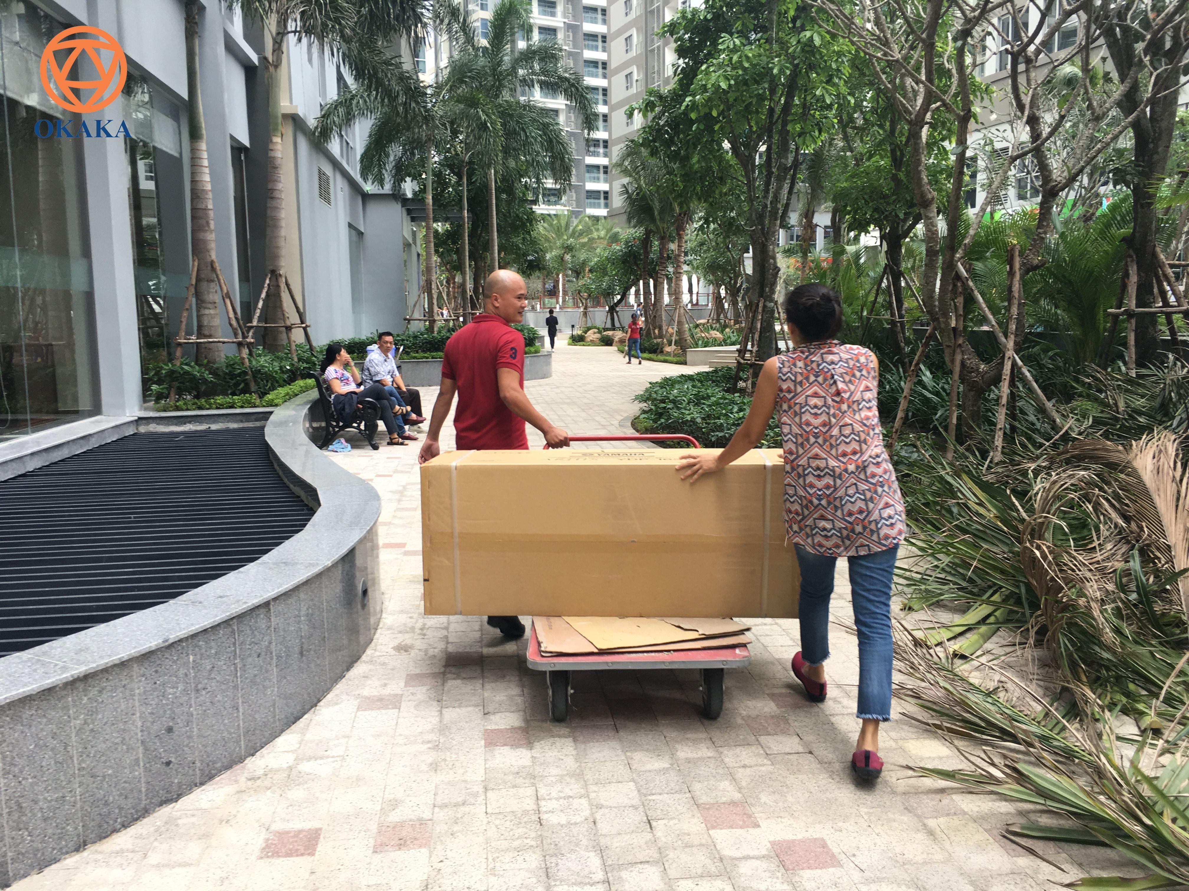 Hôm qua OKAKA đã đến Vinhomes Central Park quận Bình Thạnh giao đàn piano điện Yamaha YDP-163 cho chị Ngọc đặt mua online.
