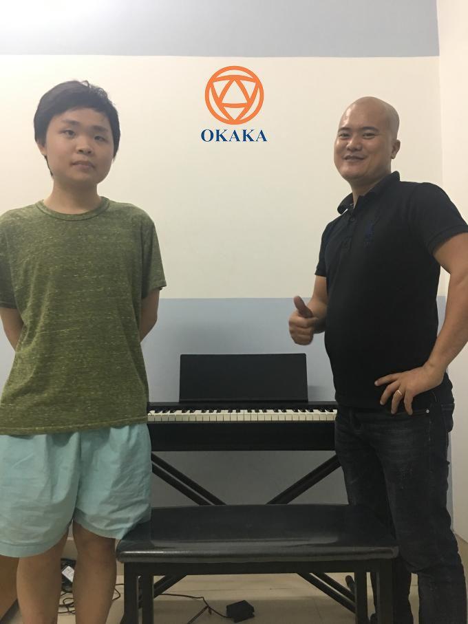 Sáng nay OKAKA nhận được cuộc gọi từ cô Hồng ở quận 5, TPHCM nhờ tư vấn 2 model đàn piano điện Roland FP-30 và Yamaha P-115. Và chiều tối nay OKAKA đã có chuyến giao đàn piano điện Roland FP-30 tận nhà cho cô.