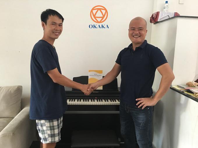 Đầu năm mới, OKAKA đã có chuyến giao đàn piano điện Roland RP-501R cho anh Phú ở Gò Vấp qua lời giới thiệu của anh Thiều – người đã dõi theo OKAKA từ những ngày đầu.