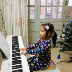 Hơn một năm trước, anh Thu gọi điện đến OKAKA đặt mua đàn piano điện Roland FP-30 cho con gái nhỏ luyện tập. Và hôm nay OKAKA rất vui khi thấy bé tiến bộ trong việc học đàn và bước đầu gặt hái những thành công nhỏ.