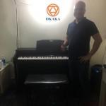 Chiều hôm qua, OKAKA đã xuống Thủ Đức giao đàn piano điện Roland HP-504 cho chị Trinh – mẹ bầu xinh đẹp, đồng thời cũng là cô chủ trẻ của Trinh Spa.