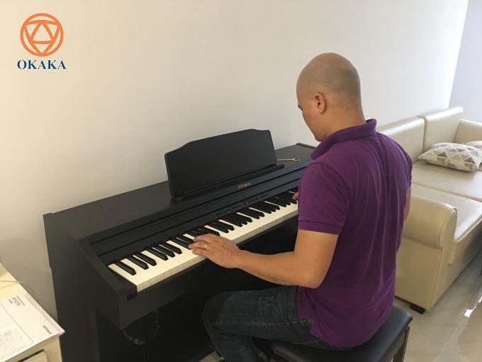 Hôm qua, OKAKA đã đến chung cư Mỹ Đức, Bình Thạnh giao đàn piano điện Roland RP-501R cho anh Nghị.