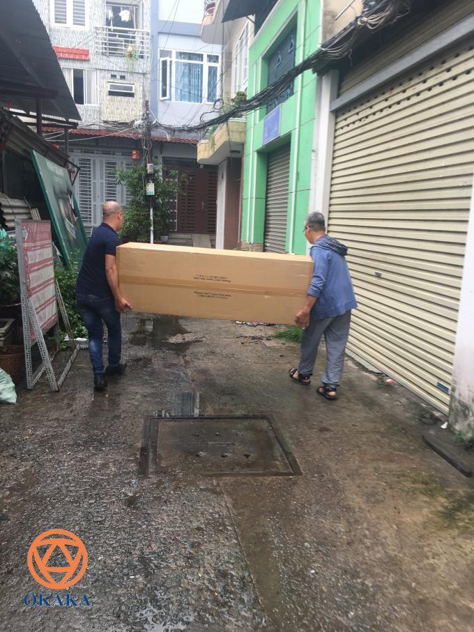Cuối tuần rồi OKAKA đã đến giao đàn piano điện Roland RP-501R cho anh Hanh ở Bình Thạnh. Qua tìm hiểu trên mạng, anh biết đến model đàn piano điện Roland RP-501R. Anh đã đến cửa hàng xem và quyết định đặt mua cây này ở OKAKA cho con gái tập.